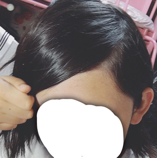 こんな風に髪に逆らうようにとる。