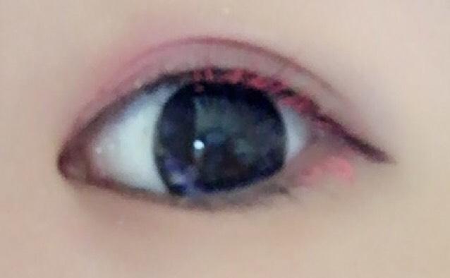 黒目半分から目尻まで 下まつげは目尻の少しだけにピンク