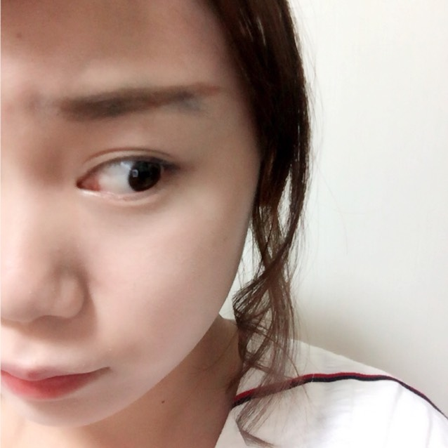桐谷美玲さんの眉は上がり眉毛なので思いっきり上げます 眉と眉の間は狭くします