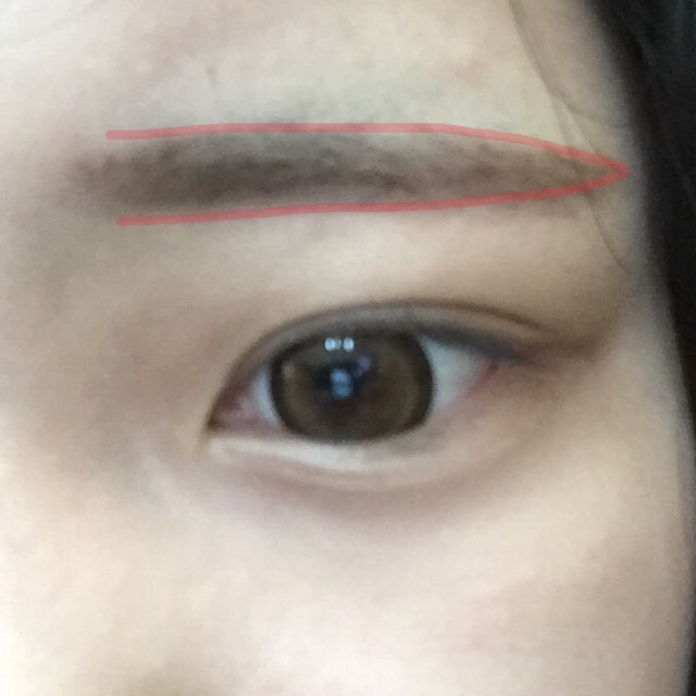 ベースは終えてます。 眉毛は平行に!!眉頭はぼかします明るすぎない色がオススメです