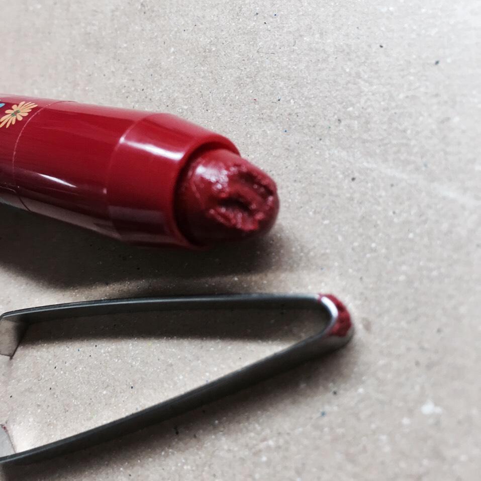 赤リップを削る ๛_(ר  гꒊಃ)_