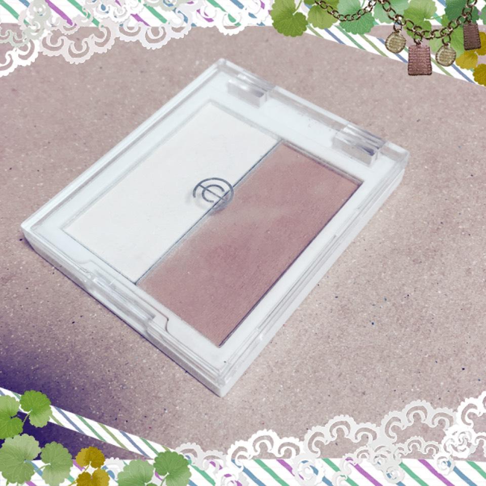 これはセリアで買った AC小顔パレット というシェーディング とハイライトがセット になってる物です これだけでアイシャドウをします((๑✧ꈊ✧๑))