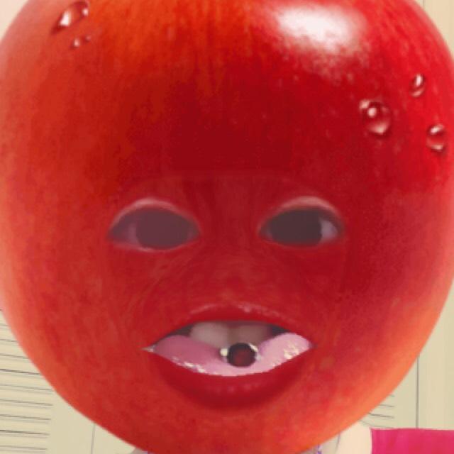 赤シャドウをつかったアイメイクのBefore画像
