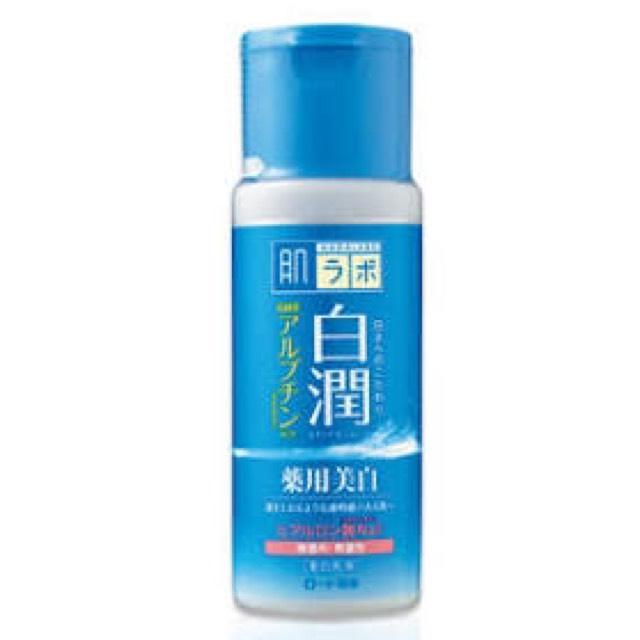 乳液は白潤を使ってます(美白になりたい)。 乳液はつけすぎるとニキビの原因になるので本当に少しで大丈夫です。 化粧水を染み込ませて乳液はパック代わりなので顔全面に薄く塗ります。