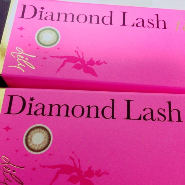 使用カラコンはダイヤモンドラッシュのリリー。グリーンはハーフにも見えるし透明感でるしおすすめ!!!黒髪にも会います