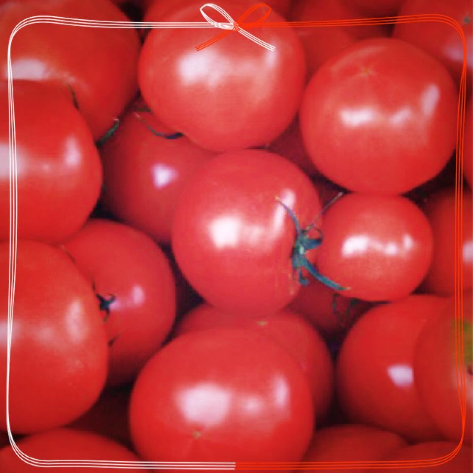 トマトを毎日食べてます(*´ω`*)  トマトは美白効果が 高い食べ物で有名ですよ(*´ω`*)