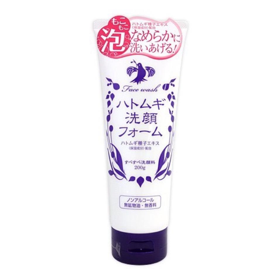 クレンジングを落としたら、「ハトムギ洗顔フォーム」で洗顔します。 洗顔ネットでよく泡立ててください。