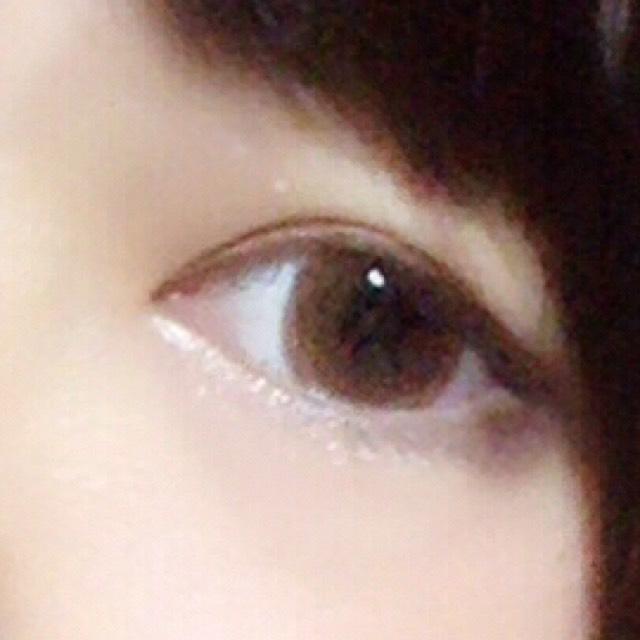 涙袋がっつりしてね  涙袋の目尻に 濃いめシャドーいれたら アイラインなしでも タレ目に見えます(  '  '  )♡