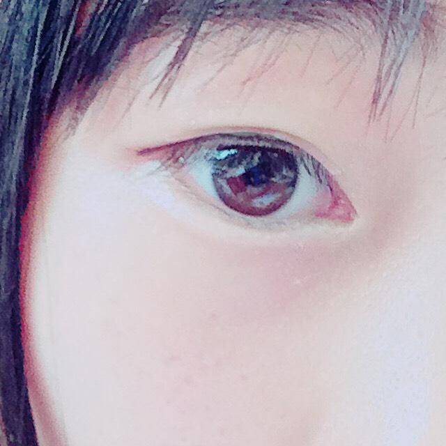アイラインは目の形にそって、引きすぎないこと。 それから、今は韓国ではアイラインは