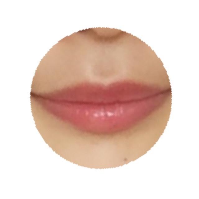 唇の上にのせると可愛い赤みピンクに…♡シアーな感じで好みです!