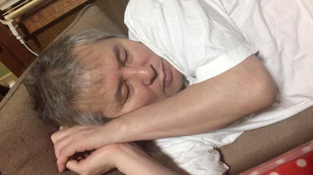 パパの寝方可愛すぎて