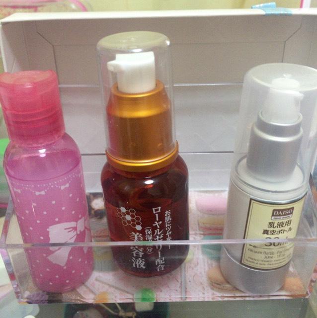 化粧水→美容液→乳液の順番で塗ります