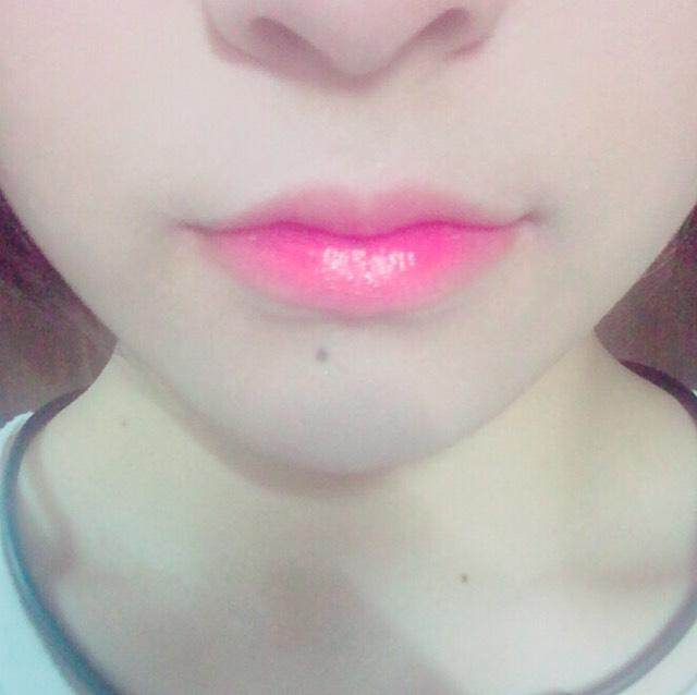 唇の内側にキャンメイクのティントシロップを塗り、ツヤ感を出したら完成です。
