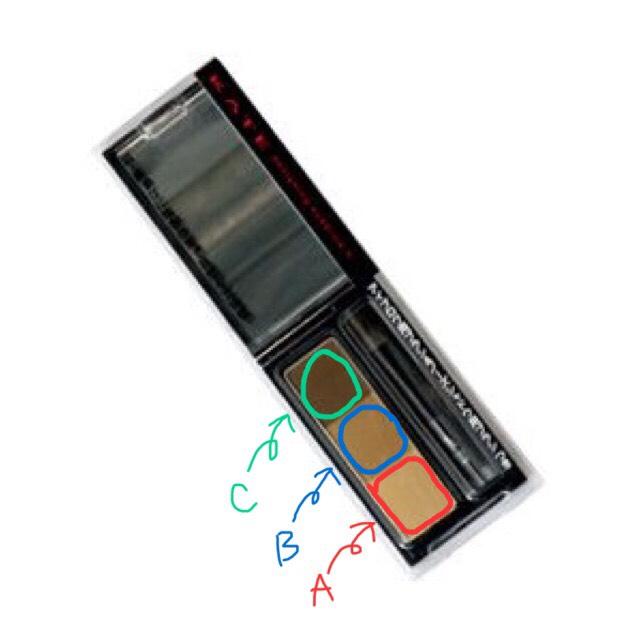 使うメイク道具は KATEのアイブロウパウダー。 こちらを太い筆をつかって涙袋にのせていきます。