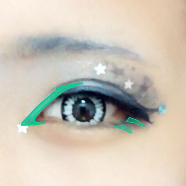 目頭切開線をガッツリ入れます。 目尻側の下まつげはマスカラだけだと目立たないのでかいてしまいます。