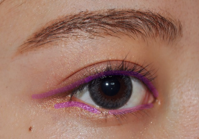 濃いブラウンで紫の線の所を書きます!