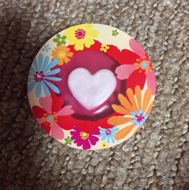 こちらはダイソーで売られているハートリングリップグロス!!いろはチェリーピンクというお色❤︎