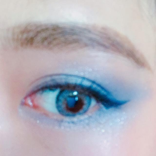 眉毛は眉山をしっかり作る。