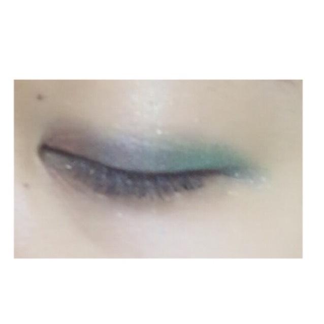目尻から 緑→青→オレンジ の順番で塗っていきます♡