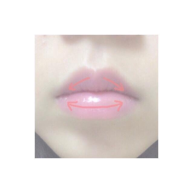14.Mを下唇、上唇にしっかり塗る 15.Lを14の上から下唇、上唇に薄くのせる