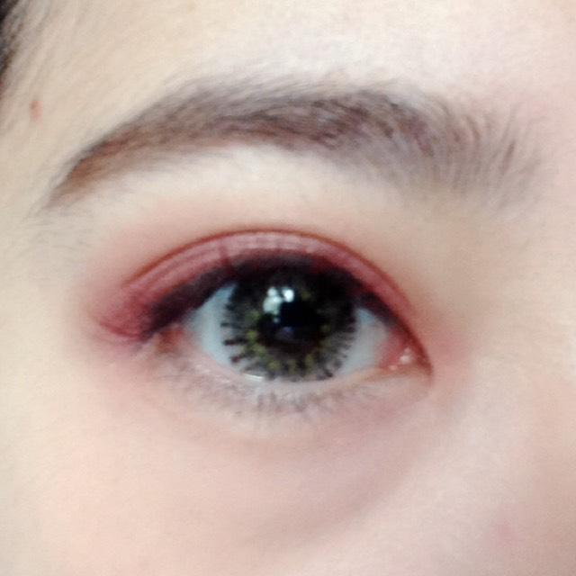 目を開けるとこんな感じです。あんまりアイブロウパウダーは濃く塗りすぎないように!