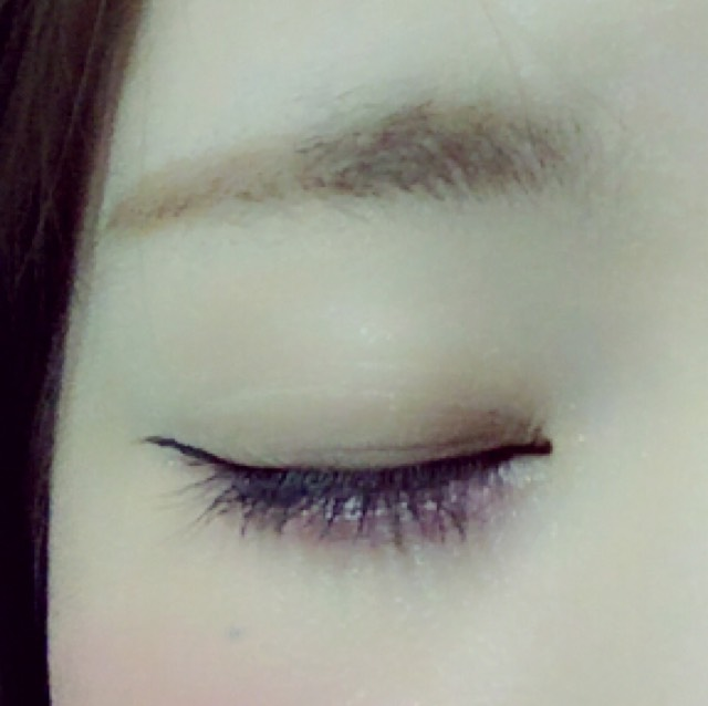 最後拉從眼角進去圖像濺到眼睛形狀的眼線 ! (請使用棕色眼線是溫柔 ! )