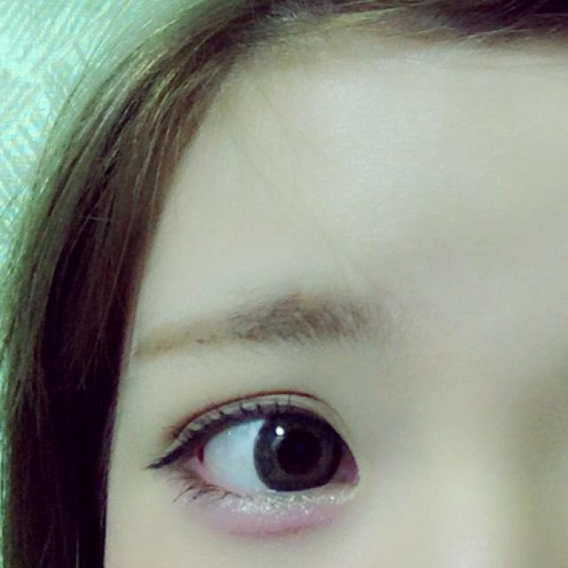 如果在角落裡的眼睛變得模糊陰影米色陰影填補輸入了布朗的影子上, 繪製眼淚包在粉紅色陰影 (陰影的眼淚袋之前在粉紅色陰影的模糊和可以使自然撕裂袋)