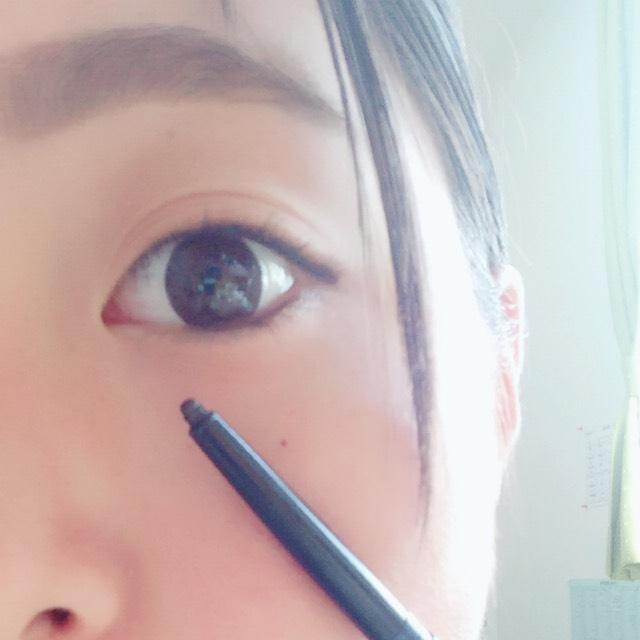 アイラインです! カンナちゃんはナチュラルなタレ目! アイラインも目尻をたれるようにひき 下のアイラインは黒目の下あたりからひきます!