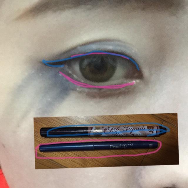 アイラインはクレヨンタイプのものとキリッドタイプを使います! ピンクがクレヨンタイプで、青がリキットです! 写真のようにします! 目尻ははねあげます