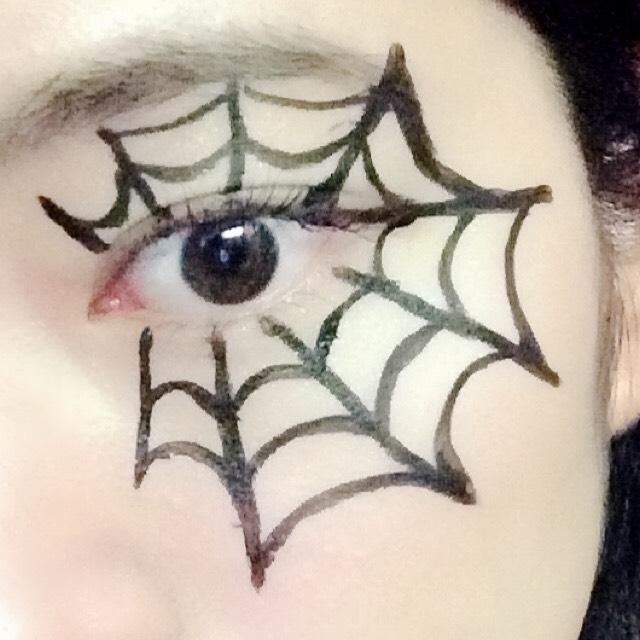 そして全体のバランスを見ながら足りないと思うところを増やしていきます! 目頭まですべて蜘蛛の巣にするとダサいです、、、