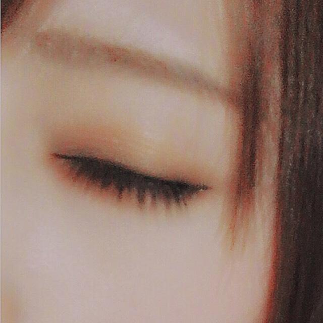 そしたら眉マスカラで毛に逆らうように塗り、アイブロウペンシルのブラシで毛並みを整えます。