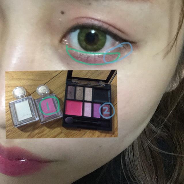 涙袋のところにピンクをのせて、目尻にかけて暗めのピンク?紫?系の色でグラデーションぽくします!