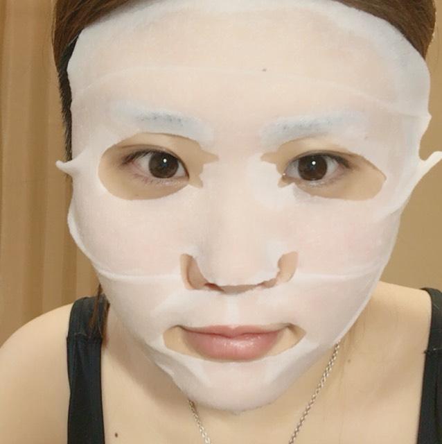 メイクの前にシートマスクで保湿!!  この時ダイソーのシリコーンマスクをつけるともちもちになります!