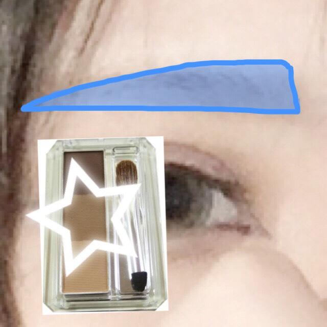 キャンメイクのミックスアイブロウの真ん中の色で眉毛を書いて行きます。 そのとき、目に近づけることを意識するといいと思います。