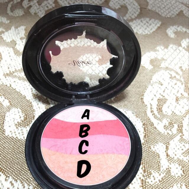 ④チークは今回(C)のピンクだけを使用。