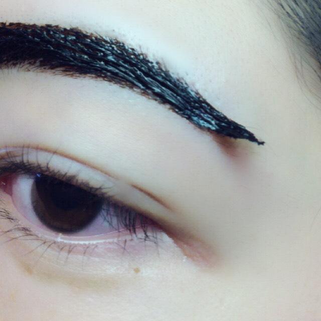 眉毛は3時間、 涙袋は20分ほどで剥がします。 はがす時は眉尻から、、、