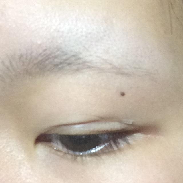 この様に端っこが余ったら眉バサミなど小さいハサミで切ります。