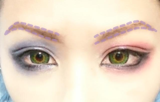 眉毛はなるべく目に近い位置になるように下から太くするようにします。