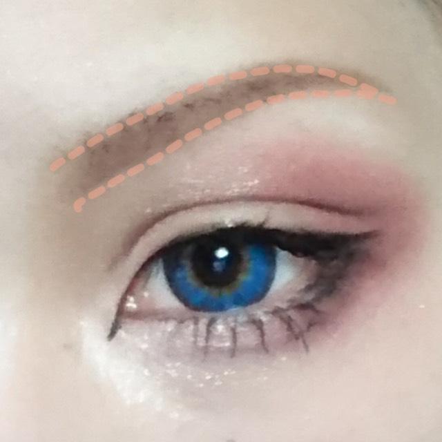 眉毛は薄い眉毛を意識しました。 眉毛の始まりを薄くなるように心がけると自然な眉毛に見えます
