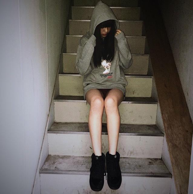 階段でとると脚が細く長くみえてスタイル良く見えます!