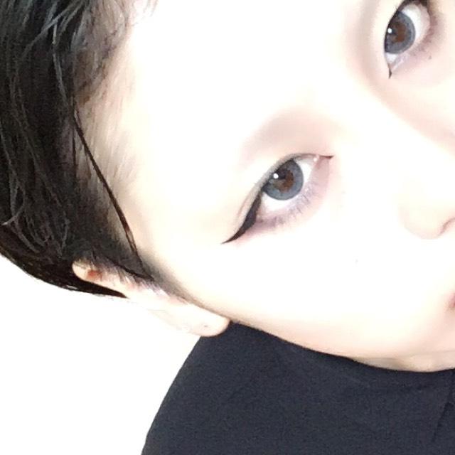 影を作り終えたら ボリュームタイプのマスカラを下睫毛だけに塗ります 目尻を重点的に! ちなみに眉毛は全部剃っちゃったのでないです!