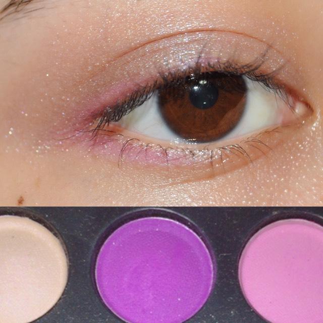 次は紫を目尻にくの字に塗ります!