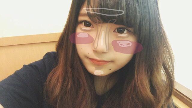 白→ハイライト頬のチークは範囲横長に! 茶色はシェーディングです!