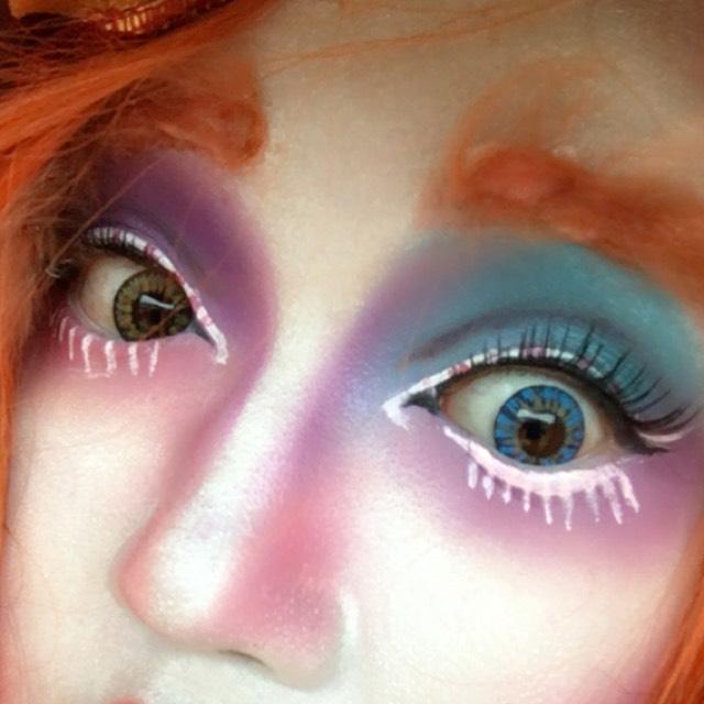眉毛は、羊毛フェルトを使っています。色の組み合わせがすごく楽しいですよ。youtubeぜひ見てね。