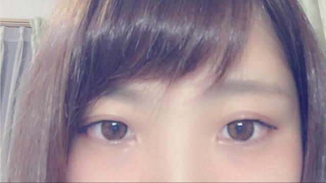 アイブロウ→《インテグレートBR731》 のアイブロウパウダーのブラウン2色を混ぜて眉をかく。 ✳︎Point✳︎ オルチャンの平行眉を意識して‼︎  そして、明るめのブラウンの眉マスカラで眉全体にのせる‼︎