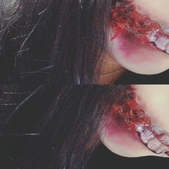 自分的にいい感じになった と思ったら血のりや赤黒い 色のリップで血がたれてる 感じに仕上げていきます◎