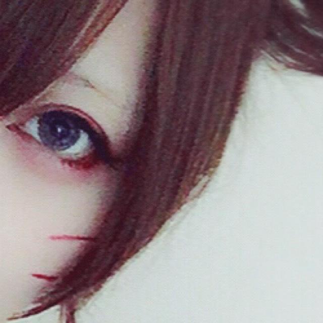 眉毛にライトブラウンの眉マスカラを塗り少し乾いたら粉のファンデーションを塗り色を消します。