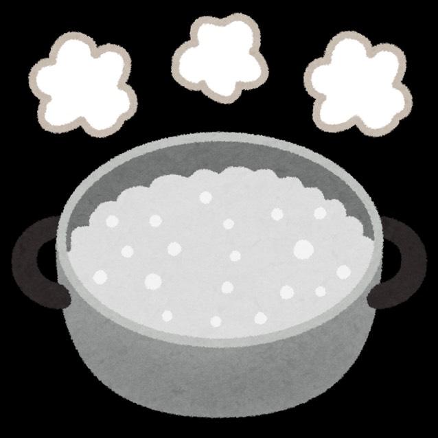 食用色素を溶かした水を沸かします。 ぐつぐつとしてきたら火からおろしてください。