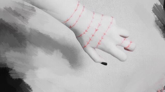 後は赤のアイライナーで什造のボディステッチみたいな感じで 手と目元と口元に書きます