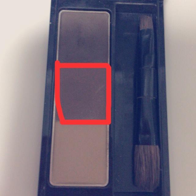 アイブロウEX-5の真ん中の色を細い筆で取り、涙袋の幅に合わせて黒目の下あたりまでひきます。